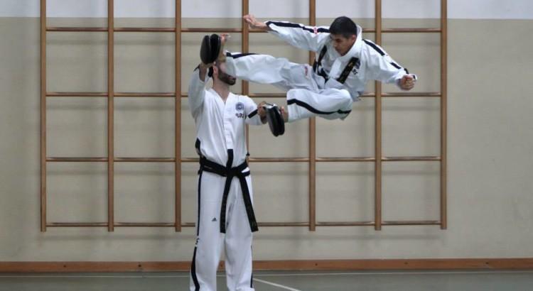 Maestro Rino Maier, V Dan, doppio laterale in volo